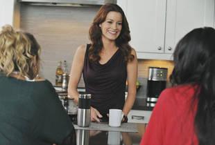 Ashley Benson Reveals Hanna's Mom's New Love Life in Pretty Little Liars Season 3