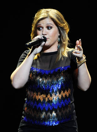 "Kelly Clarkson May Visit Seattle Children's Hospital Cancer Patients Who Made ""Stronger"" Video"