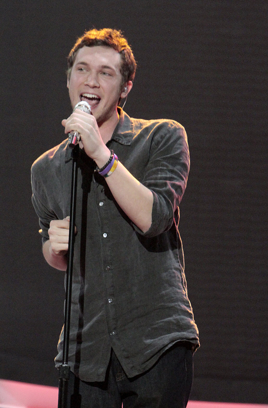 American Idol 2012 Contestant Phillip Phillips to Undergo Surgery Before Summer Tour