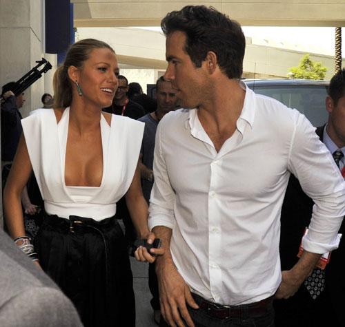 Report: Blake Lively and Ryan Reynolds Planning Beach Wedding