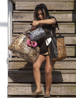 Pregnant Snooki Has Way More Baggage Than You Think … Literally (PHOTO)