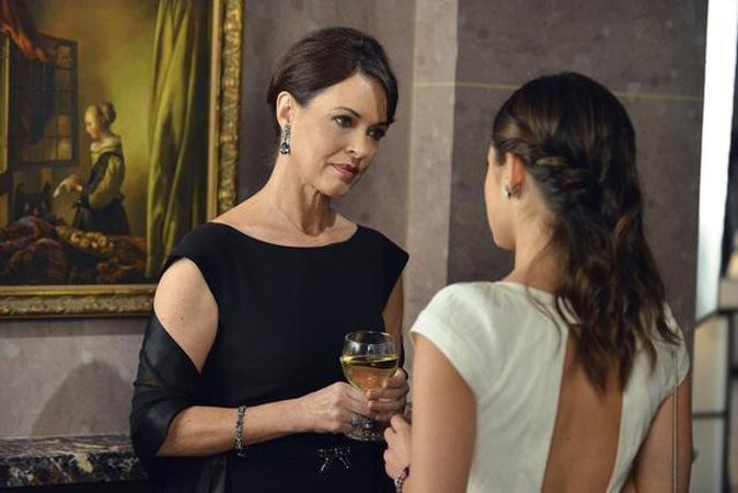 Pretty Little Liars Season 3, Episode 8 Sneak Peek Roundup: Ezra's Mom, Jason's Gone