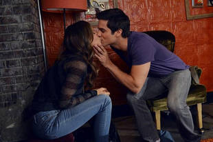 Pretty Little Liars Spoiler Photo: Who Is Jenna Kissing in Season 3, Episode 10?