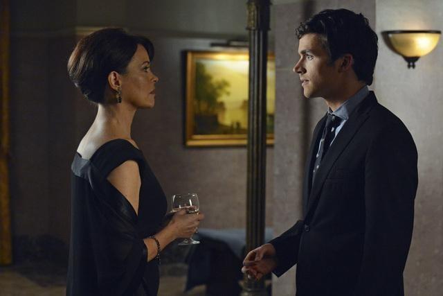 Pretty Little Liars Spoiler: Has Ezra Been Hiding Something All Along?