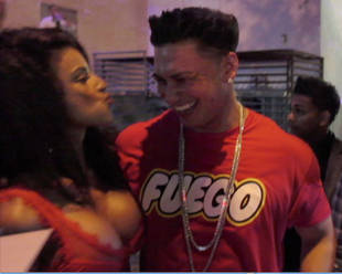 Hot Model Explains That Pauly D Wasn't Hitting on Her – She's Married!
