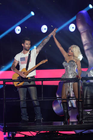 The Voice Season 3 Sneak Peek: Christina Aguilera and Adam Levine Rock Out While Holding Hands! (PHOTO)