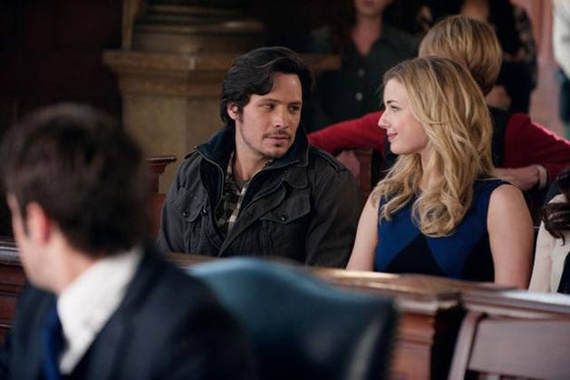 "Emily Thorne and Jack Porter Have ""A Moment"" in Revenge's Season 2 Premiere!"