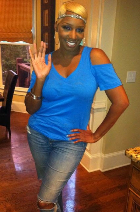 Sexy and Slim NeNe Leakes Schmoozes With Her Fans (PHOTO)