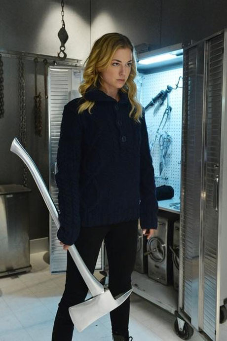 How Will Emily Thorne Be Affected By the Return of Her Mother on Revenge Season 2?