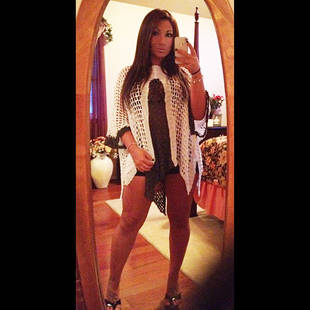 Deena Nicole Shows Off Her Super Skinny Legs in Tiny Shorts (PHOTO)