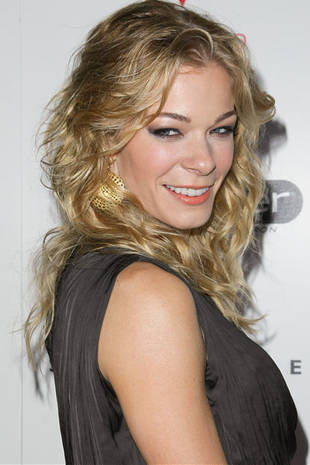 "LeAnn Rimes Defends Herself Against ""Cheater"" Claims on Twitter"