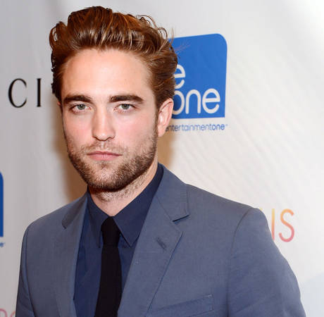 Robert Pattinson Makes First Red Carpet Appearance Post-Kristen Stewart Cheating Scandal (PHOTO)