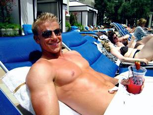 Should Sean Lowe Be The Next Bachelor? Pros and Cons