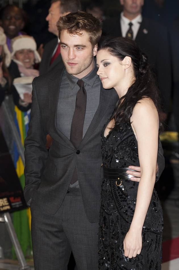 "Robert Pattinson Wants to Save Kristen Stewart From ""Female Fans Booing"" Her: Source"