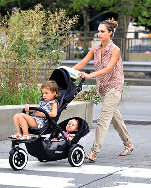 """Jessica Alba's Scary Parenting Moment: """"I Worried I'd Poisoned My Daughter!"""""""
