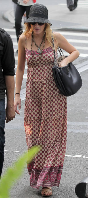 Blake Lively In a Cloche Hat and Paisley Maxi-Dress on Gossip Girl Set — Hot or Not?
