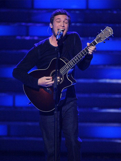 """Phillip Phillips Covers Chris Isaak's """"Wicked Games"""" (VIDEO)"""