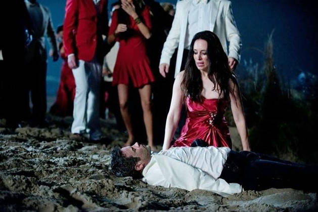 """Revenge's Madeleine Stowe: """"When I Walk Down the Street, People Are Really Terrified"""""""