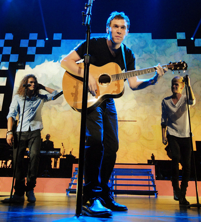 Phillip Phillips Jokes About Kidney Pain on Live! with Kelly and Michael (VIDEO)