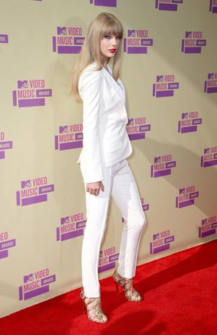 Taylor Swift Wears Head-to-Toe White Pants Suit at the 2012 MTV Video Music Awards: Hot or Not? (PHOTO)