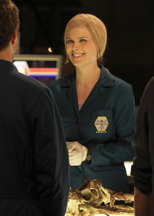 Top 3 OMG Moments From Bones' Season 8 Premiere: Blond Brennan and Shirtless Booth!
