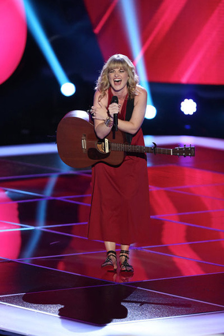 """Watch Suzanna Choffel Sing Stevie Nicks's """"Landslide"""" in The Voice Season 3 Blind Auditions on Sept. 24, 2012 (VIDEO)"""