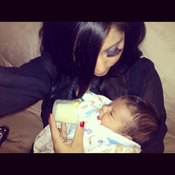 """See Snooki's Baby: Lorenzo """"Holds His Bottle Like a Champ"""" (PHOTO)"""
