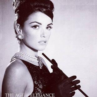 Courtney Robertson Dresses Up As Audrey Hepburn!