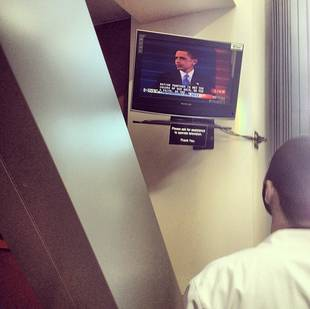 Jesse Williams Watches Obama's Inauguration From the Grey's Anatomy Set (PHOTO)