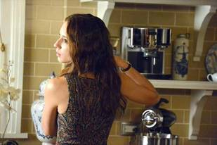 """Pretty Little Liars Spoilers: What Happens in Season 3, Episode 19: """"What Becomes of the Broken-Hearted""""?"""