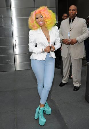 American Idol 2013 Judge Nicki Minaj Gets Sauced After Steak House Visit