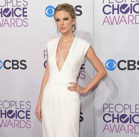 The Taylor Swift Boob Job Rumor Has Returned