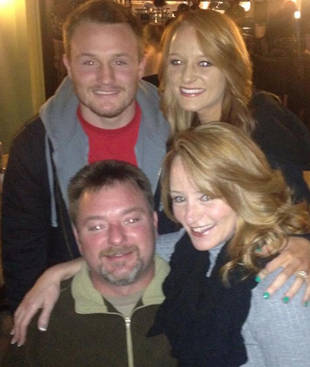 Maci Bookout Shares Adorable Family Photo With Her Mom, Dad, and Brother (PHOTO)