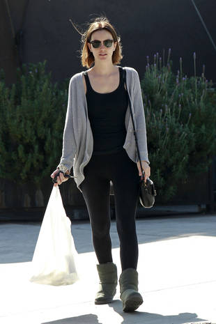 Leighton Meester Spotted in Los Angeles — in Leggings and Uggs! (PHOTOS)