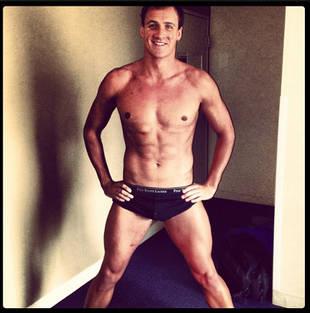Yep, Ryan Lochte Is Still Sexy, Still Single, Still Showing Off (PHOTO)