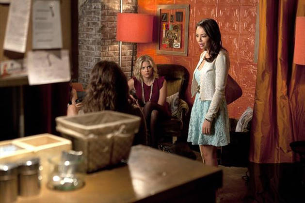 Caption This: What Is Going on Between Mona and the Liars in Season 3, Episode 15?