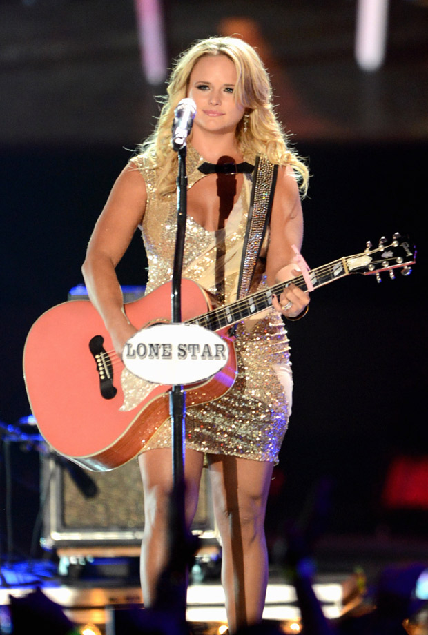 """Miranda Lambert Is Still Mad That Chris Brown Is """"Celebrated"""" After Hurting Rihanna"""