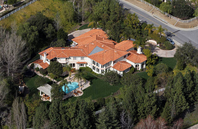 Kardashian Family House Surrounded by SWAT Team! — Report