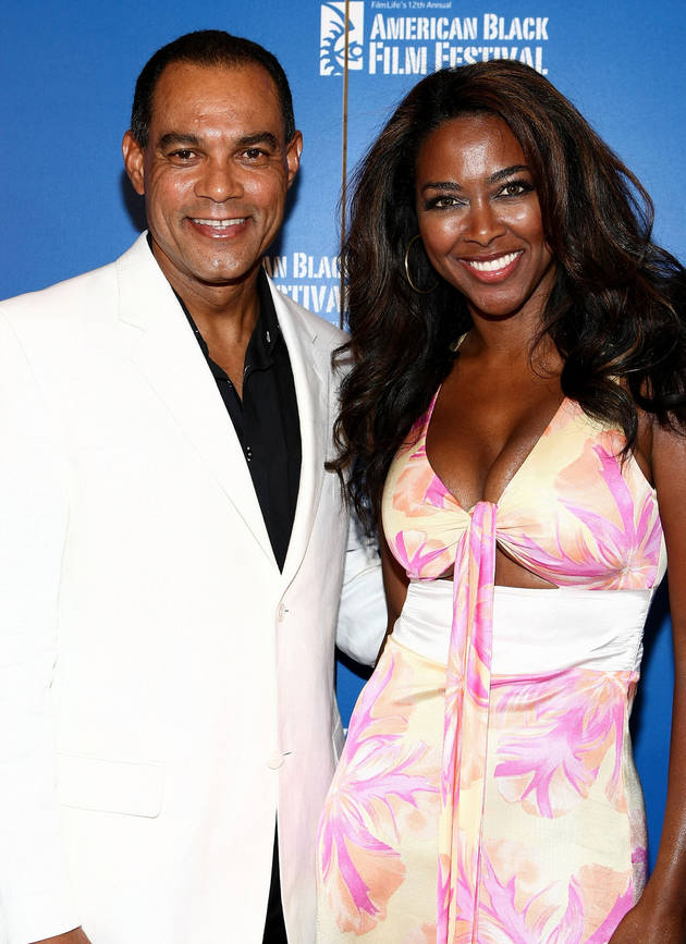 """Kenya Moore Was """"So Hurt"""" By Porsha Stewart's Insult — And Tweets a Picture of Her Feet in Response! (PHOTOS)"""
