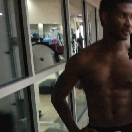 Usher Gets Back in the Gym and Shows Off New Shirtless Pics (PHOTOS)
