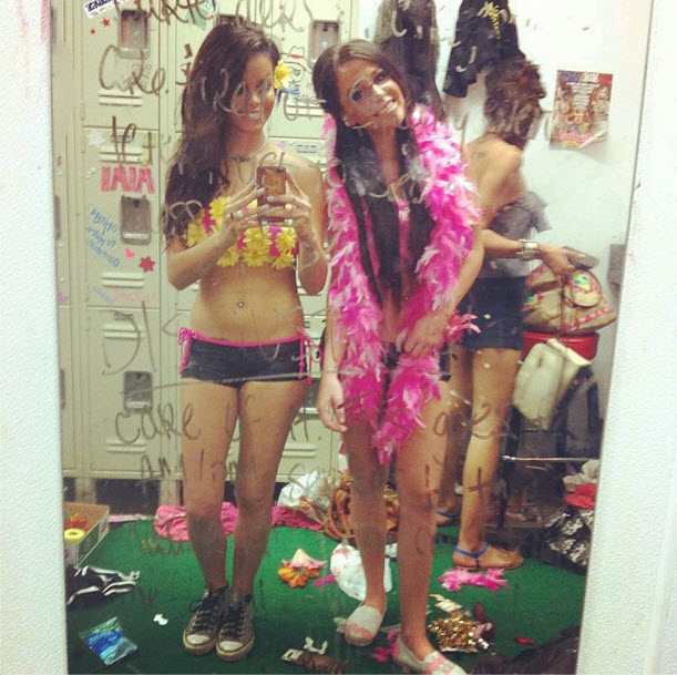 """Big Tips Texas: Girls Strip Down for """"Anything But Clothes Night"""" (PHOTO)"""