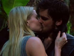 Once Upon a Time Season 3 Spoilers: Watch Emma and Hook's Steamy Kiss! (VIDEO)