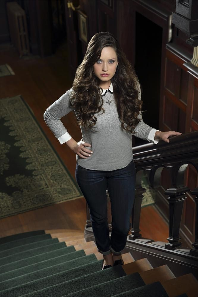 Ravenswood's Merritt Patterson Dishes on The Curse and Olivia's Scary Supernatural Sighting — Exclusive