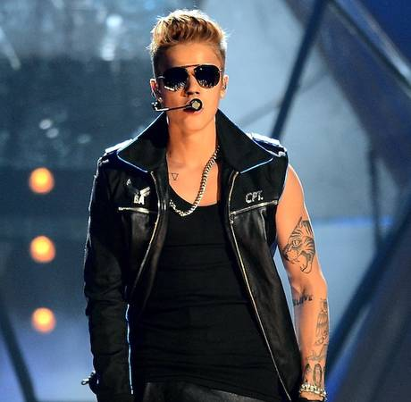 """Justin Bieber Releases New Single """"Hold Tight"""" — With NSFW Lyrics! (VIDEO)"""
