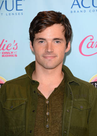 Pretty Little Liars Star Ian Harding Proves Why He's the Greatest Guy Ever (VIDEO)