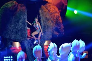 """Miley Cyrus VMAs: Little Person """"Ashamed"""" to Play Bear in """"Degrading"""" Performance"""