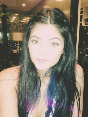"Kylie Jenner Shows Off Makeup-Free Face — ""Lookin' Happy as Hell"" (PHOTO)"