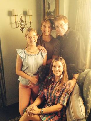 Pretty Little Liars Spoilers: DiLaurentis Family Flashback Brings Ali and Jason Together! (PHOTO)