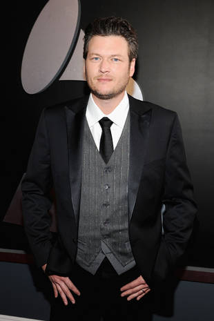 Blake Shelton Defends Miley Cyrus and Justin Bieber in Bizarre Twitter Feud