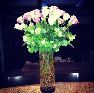 Khloe Kardashian Instagrams Bouquet of Roses — Are They From Lamar?